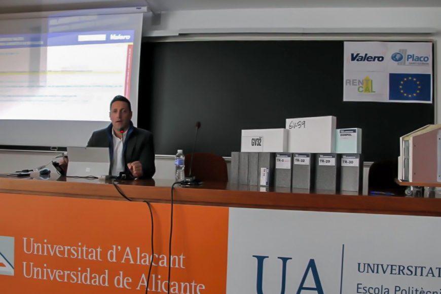 """Valero participa en la mesa redonda """"Eficiencia energética en la edificación"""" organizada por la UA"""